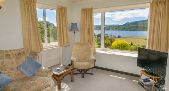 Barr-beithe Upper lounge looking out to Loch Awe